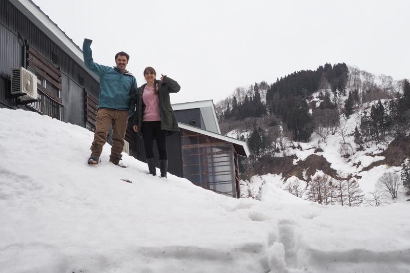 閉業したスキーロッジを、一棟貸しの宿にリノベーションしたサム&リアンさんのお話